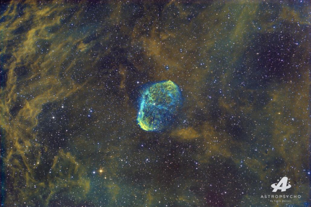 Crescent Nebula in Hubble Palette